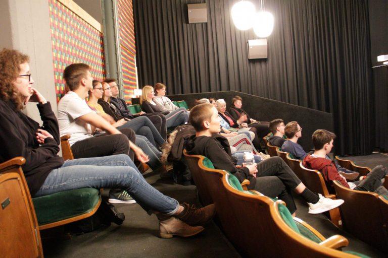 """…natürlich im Kino! Gespannte Vorfreude auf Susannes Debütfilm """"Das melancholische Mädchen"""""""